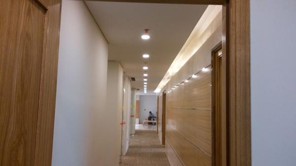 Đèn ốp trần trong trang trí hành lang