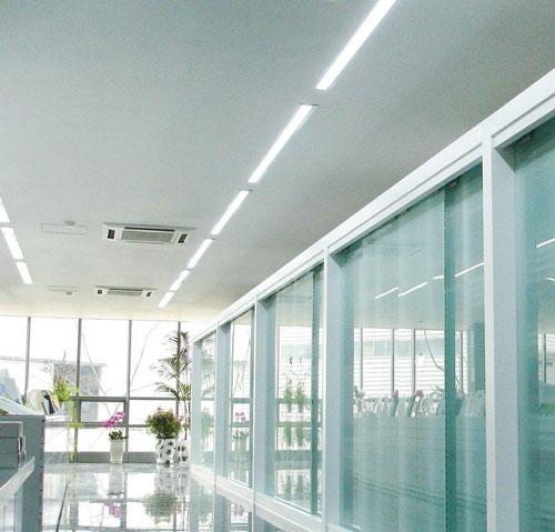 Bộ đèn lắp trần chiếu sáng hành lang