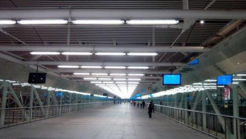 bộ masngd dèn chiếu sáng sân ga tàu